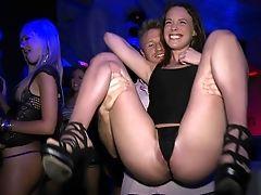 Gata, Chloe, No Clube, Dançando, Esmi Lee, Mostrando, Sexo Em Grupo , Dinheiro , Orgy, Festa ,